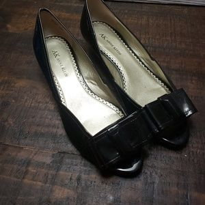 AK Anne Klein patent leather peep toe with bow